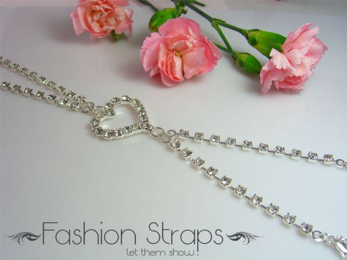 Fashionstraps - One Row Cross Heart Clear Diamantes In Silver Coating 08C