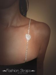 Fashionstraps - Single Row Clear Diamantes With A Small Heart In Silver Coating 118C
